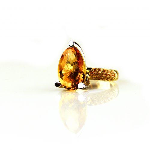 ring in geel goud en wit goud gezet met citrien diamant en gele saffier