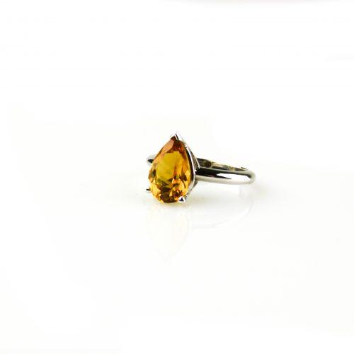 ring in wit goud gezet met citrien