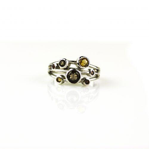 ring in wit goud gezet met rookkwarts citrien en robijn