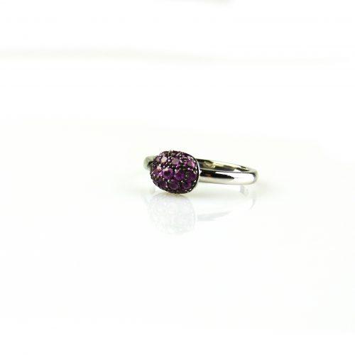 ring in wit goud gezet met roze saffier