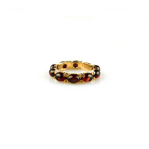 ring in roos goud gezet met granaat cabochons