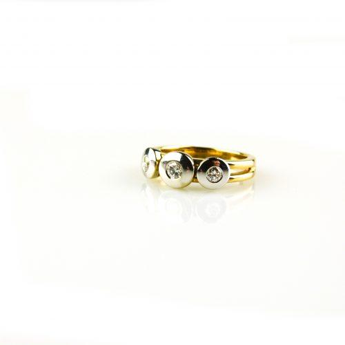 ring in geel goud en wit goud gezet met diamant