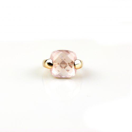 ring in roos goud gezet met roze kwarts