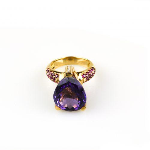 ring in roos goud gezet met amethist robijn en diamant