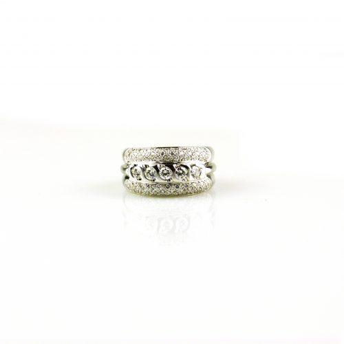 ing in wit goud gezet met diamant