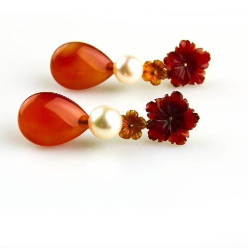 oorbellen oorringen in geel goud gezet met parel en carneool druppel en bloemen