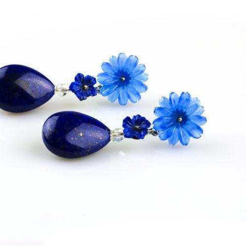 oorbellen oorringen in wit goud gezet met lapis lazuli en blauwe agaat bloem