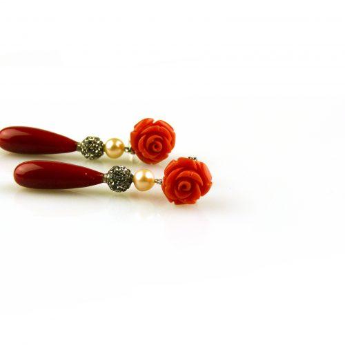 oorbellen oorringen in wit goud gezet met rode koraal