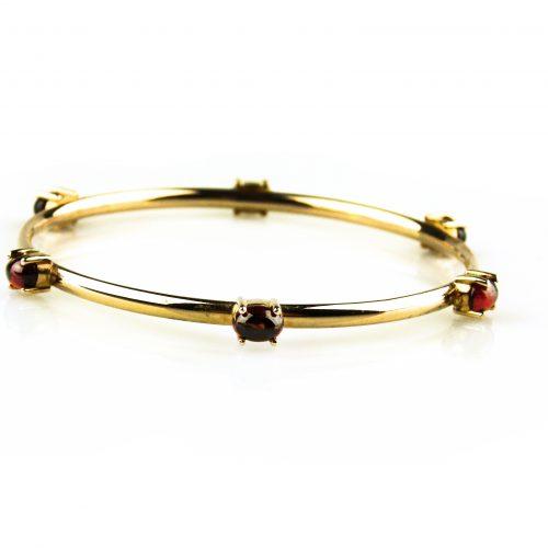 armband in roos goud gezet met granaat