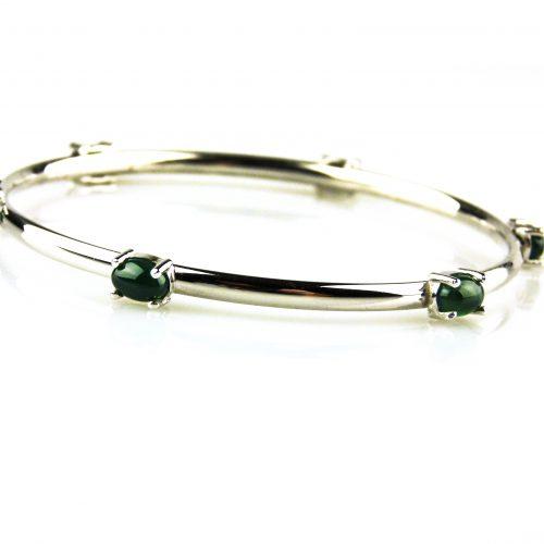 armband in wit goud gezet met groen agaat