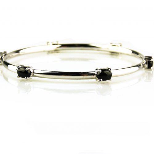 armband in wit goud gezet met onyx