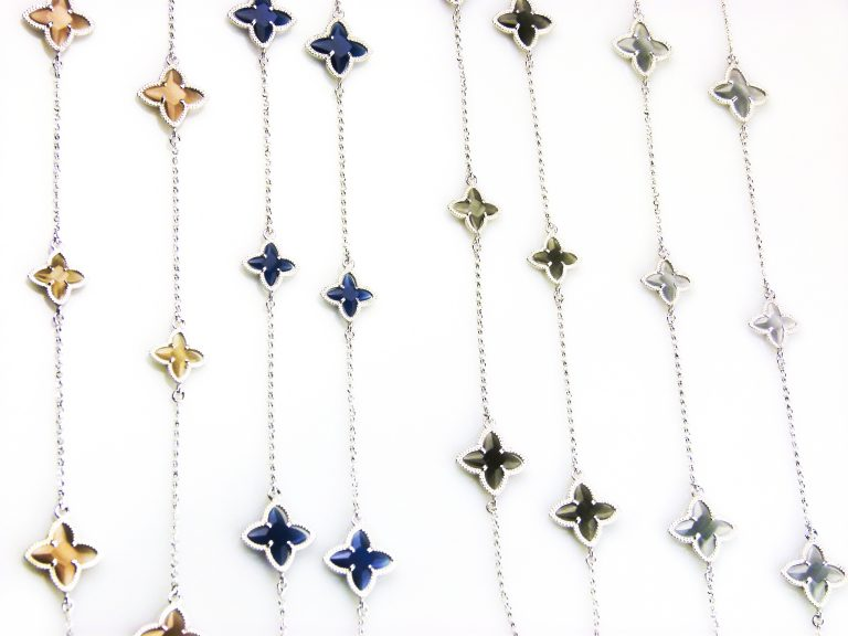 zilveren ketting lang gekleurde stenen ster