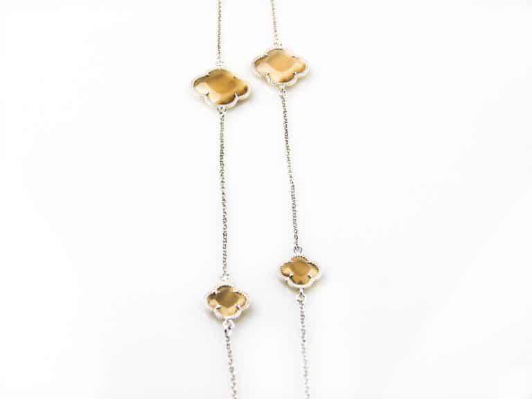 lange ketting in zilver met bruine stenen bloemen klavers