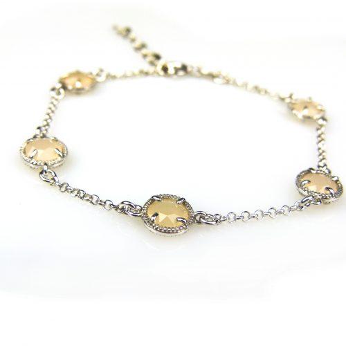 zilveren armband met beige steentjes rond