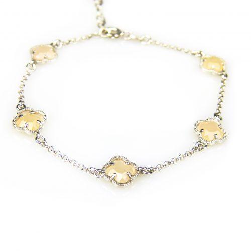 zilveren armband met beige steentjes bloem