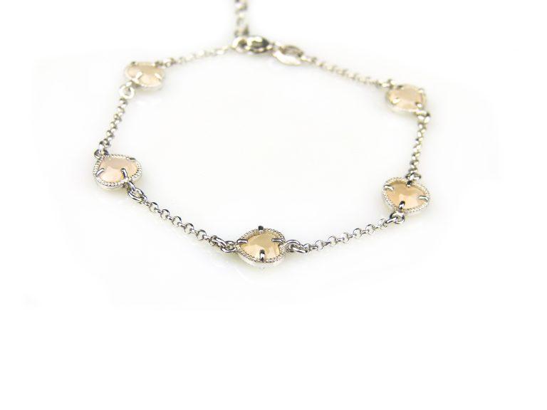 zilveren armband met beige steentjes hartjes
