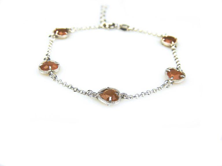 zilveren armband met oranje steentjes hartjes