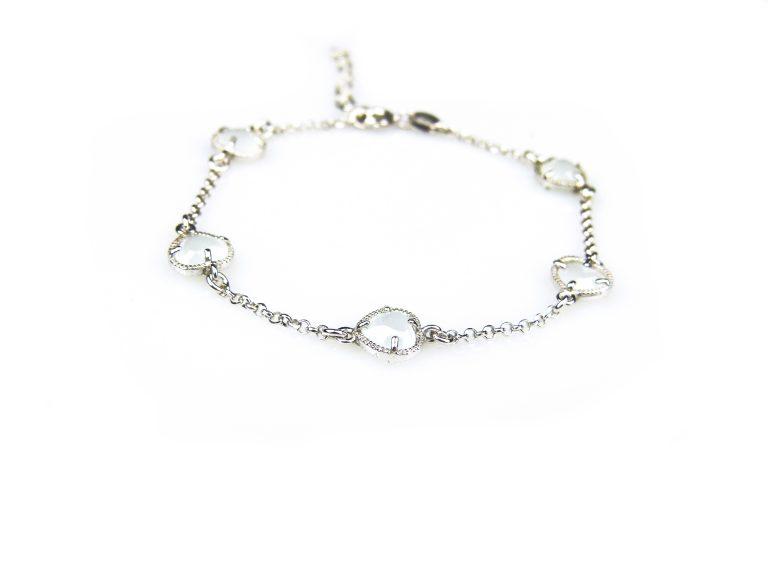 zilveren armband met lichtblauwe steentjes hartjes