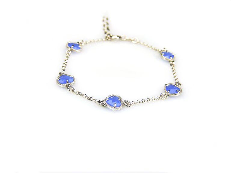 zilveren armband met blauwe steentjes hartjes