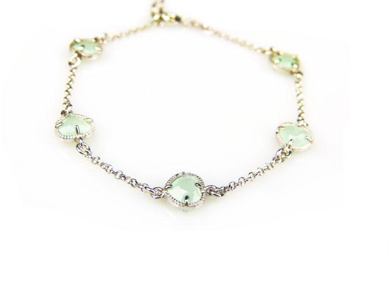 zilveren armband met groene steentjes hartjes