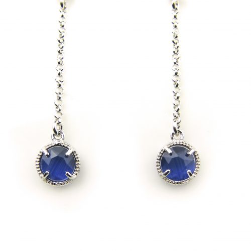oorringen in zilver met donkerblauw steentje rond