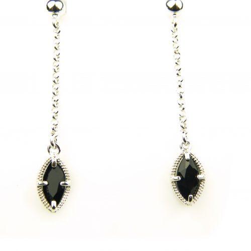 oorringen in zilver met zwart steentje