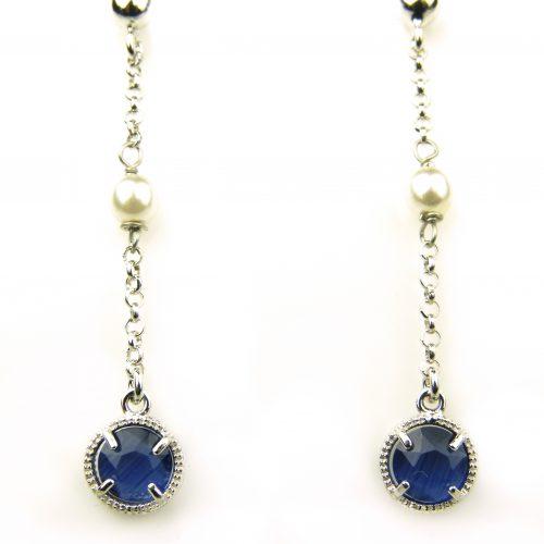 oorringen in zilver met donkerblauw rond steentje en parel