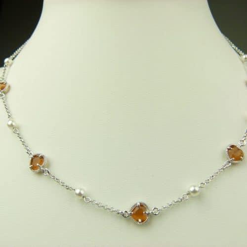 zilveren ketting oranje steentje hart en parel