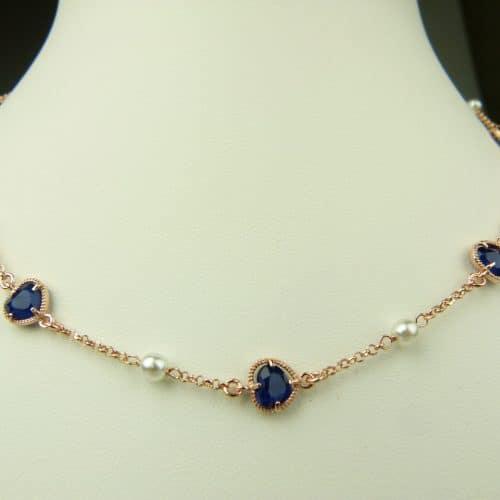 zilveren ketting rosé goud verguld met donkerblauw steentje en parel