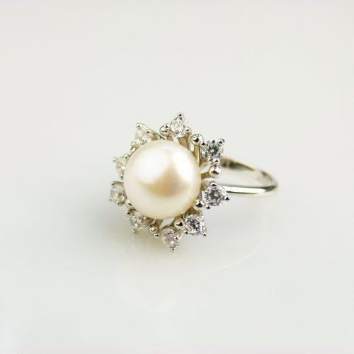 zilveren ring gezet met parel en cubic zirconia