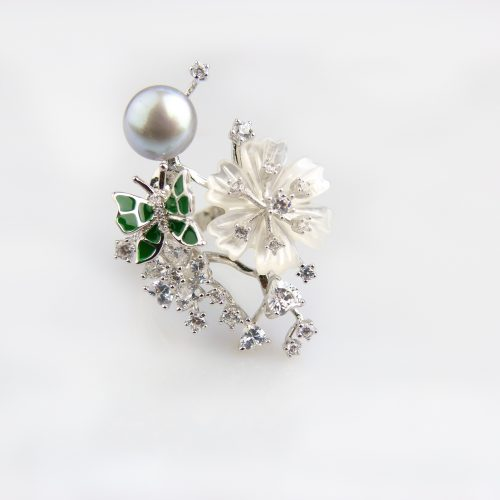 zilveren ring gezet met parel bloem en cubic zirconia