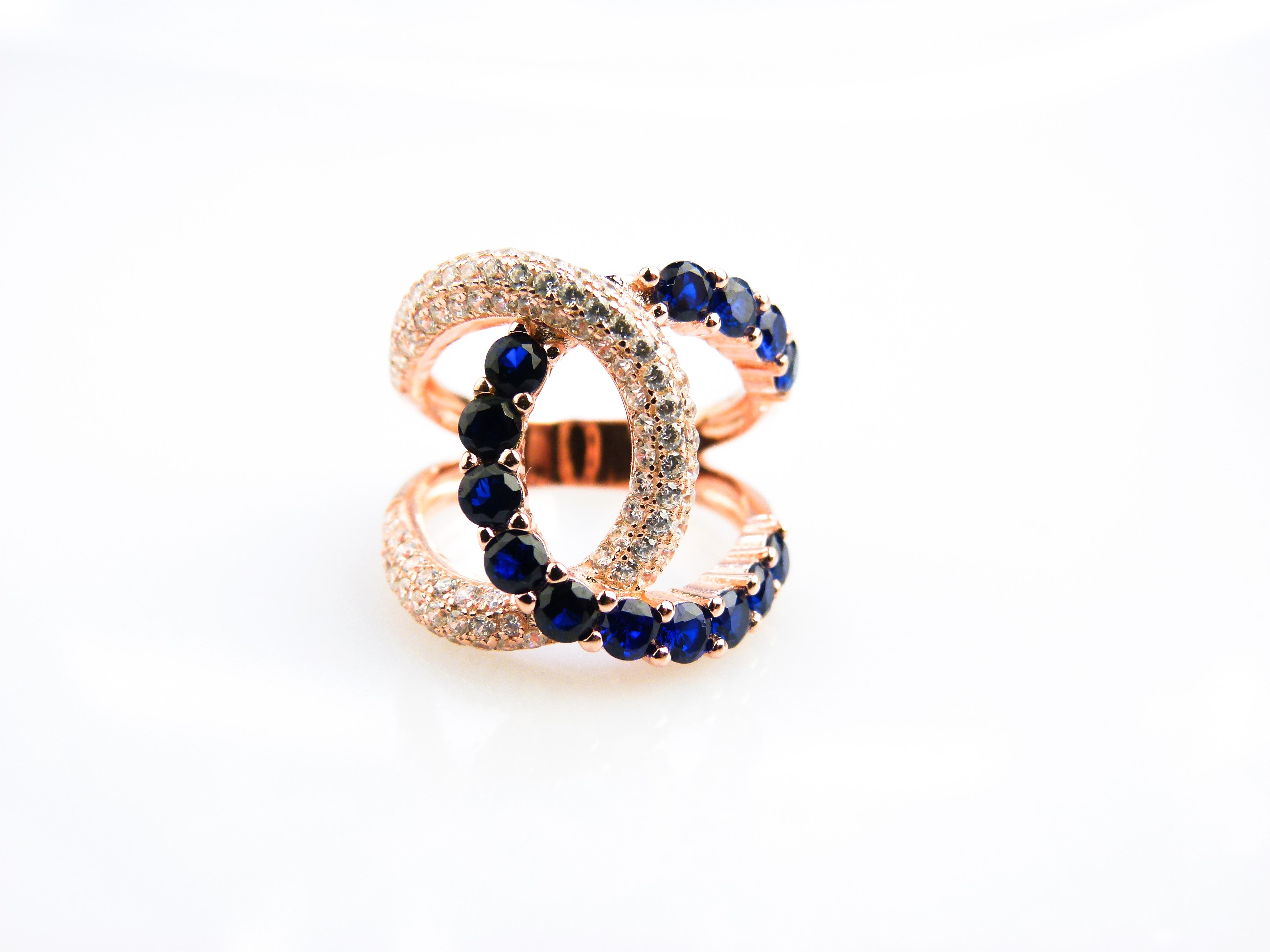 zilveren ring roos goud verguld gezet met blauwe stenen en cubic zirconia