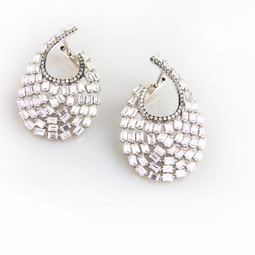 zilveren oorringen oorbellen gezet met witte stenen