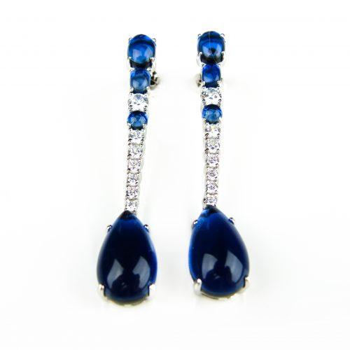 lange zilveren oorringen gezet met blauwe stenen en cubic zirconia