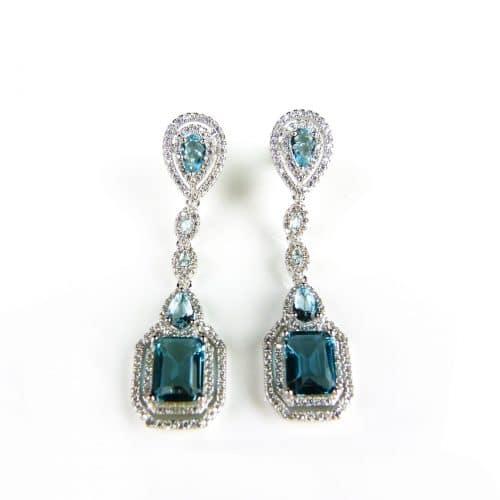 klassieke zilveren oorringen gezet met blauwe stenen en cubic zirconia