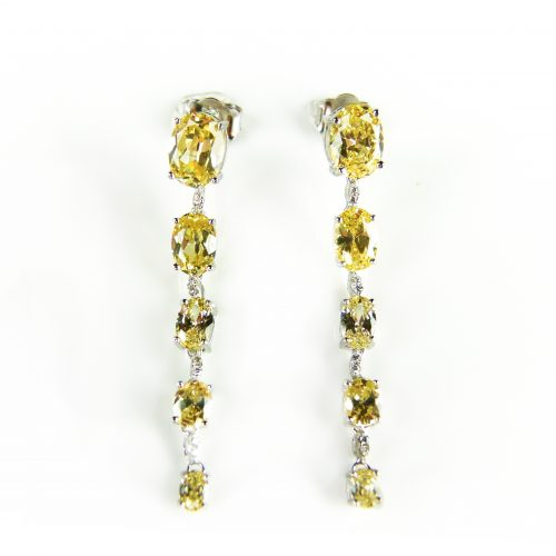 lange zilveren oorringen gezet met gele en witte stenen