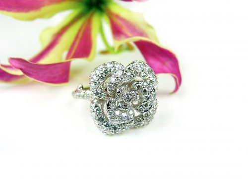 ring in wit goud gezet met diamant