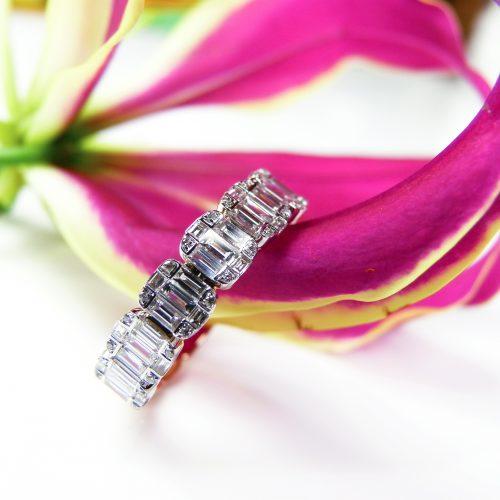 ring in wit en roos goud gezet met diamant