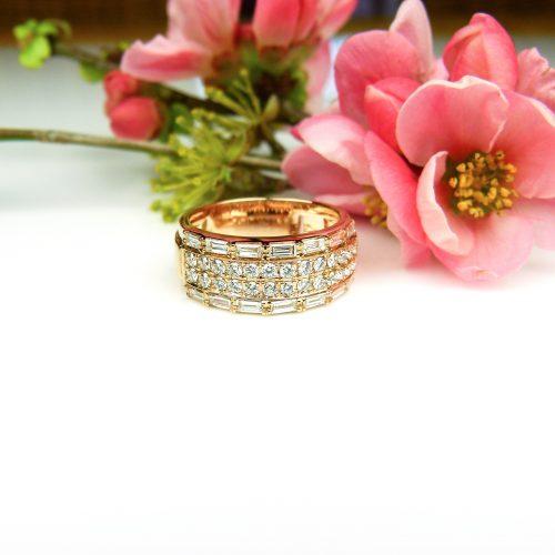 ring in roos goud gezet met diamant