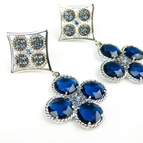 zilveren oorringen oorbellen gezet met donker blauwe stenen