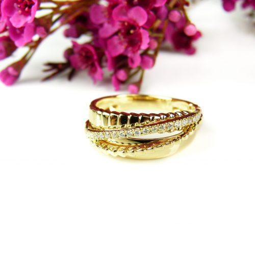 ring in geel goud gezet met diamant