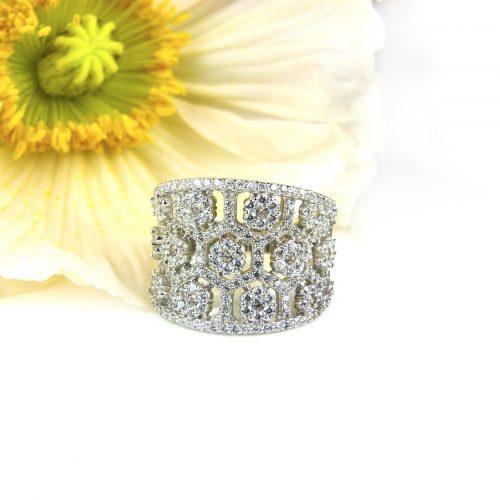 zilveren ring gezet met cubic zirconia