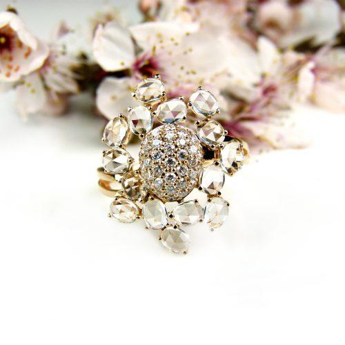 roos gouden ring gezet met diamant en witte topaas