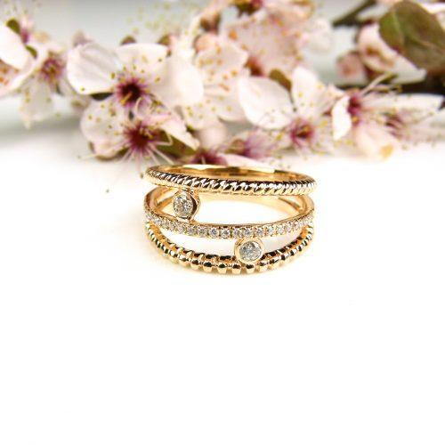 ring in roos goud gezet met diamanten