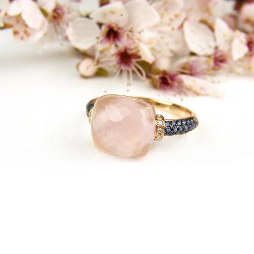 ring in roos goud gezet met roze kwarts, blauwe saffier en diamant