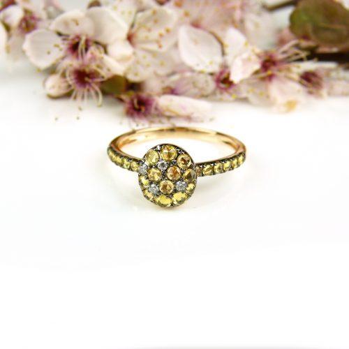 ring in roos goud gezet met gele saffier