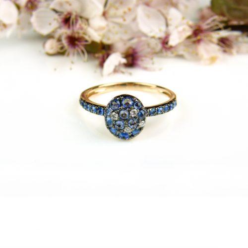 roos gouden ring met blauwe saffier en diamant
