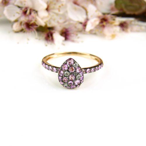 ring in roos goud gezet met roze saffier en diamant