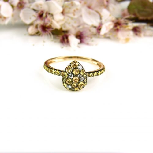ring in roos goud gezet met gele saffier en diamant