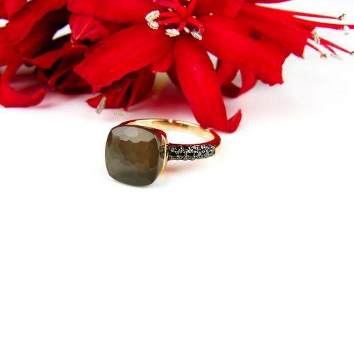 Ring in roos goud gezet met bruine maansteen en zwarte diamant